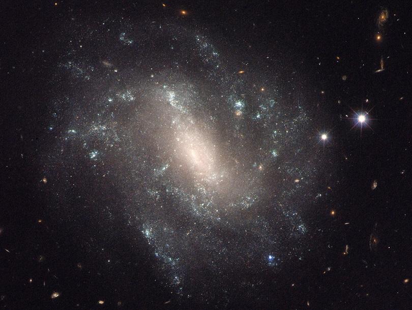 Genişleme hızı ölçülürken kullanılan 130 milyon ışık yılı uzaktaki UGC 9391 Gökadası.