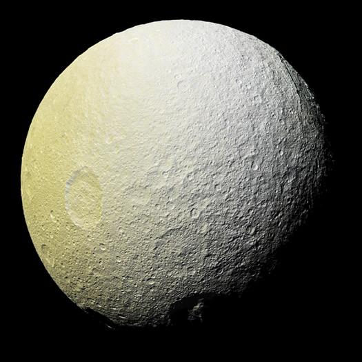 Satürn'ün buzlu uydusu Tetis
